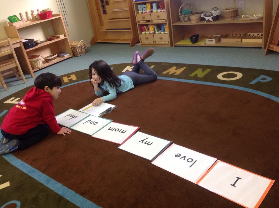 Preschoolers read and make sentences